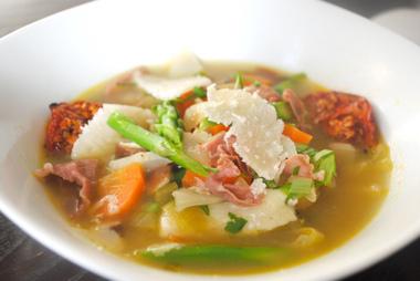 Špargľová jarná polievka - ilustračné foto